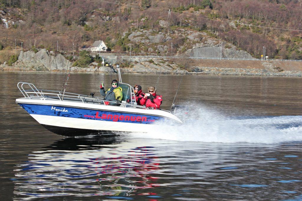 1 Båten på vei ut - Endre Hopland