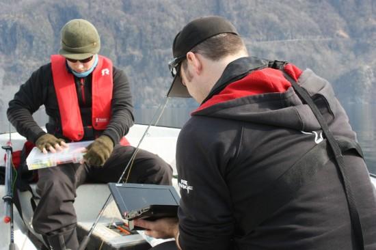 Captein og crew diskuterer plasser. Foto: Jonas Botilsrud