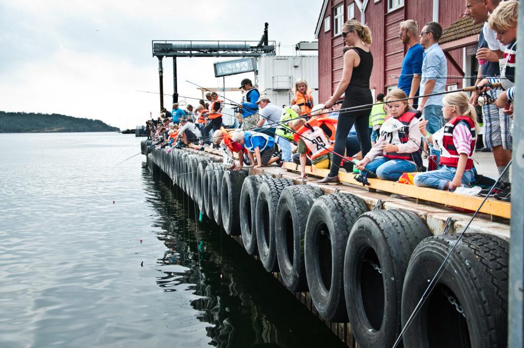 Fiskekonkurranse på bryggen