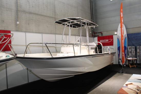 Boston Whaler Montauk 210