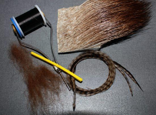 Bøe's Caddis består av få materialer, og er relativt kjapp å binde. Foto: Lasse Bøe